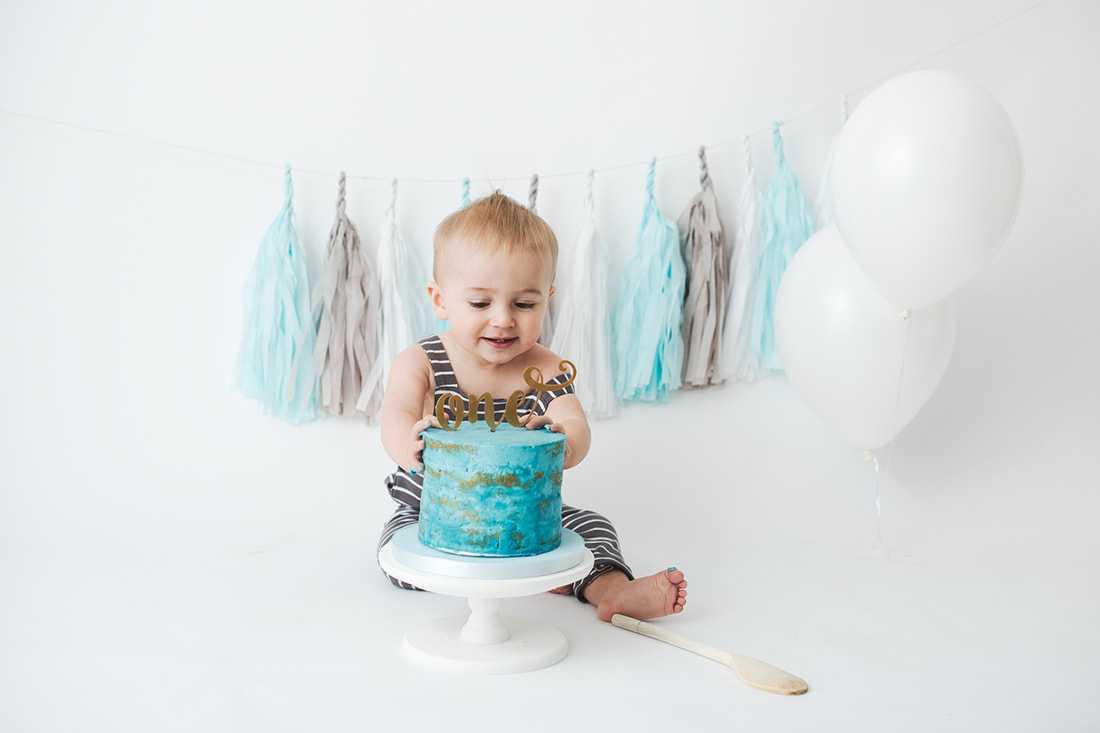 Cake smash photoshoot in Stockport