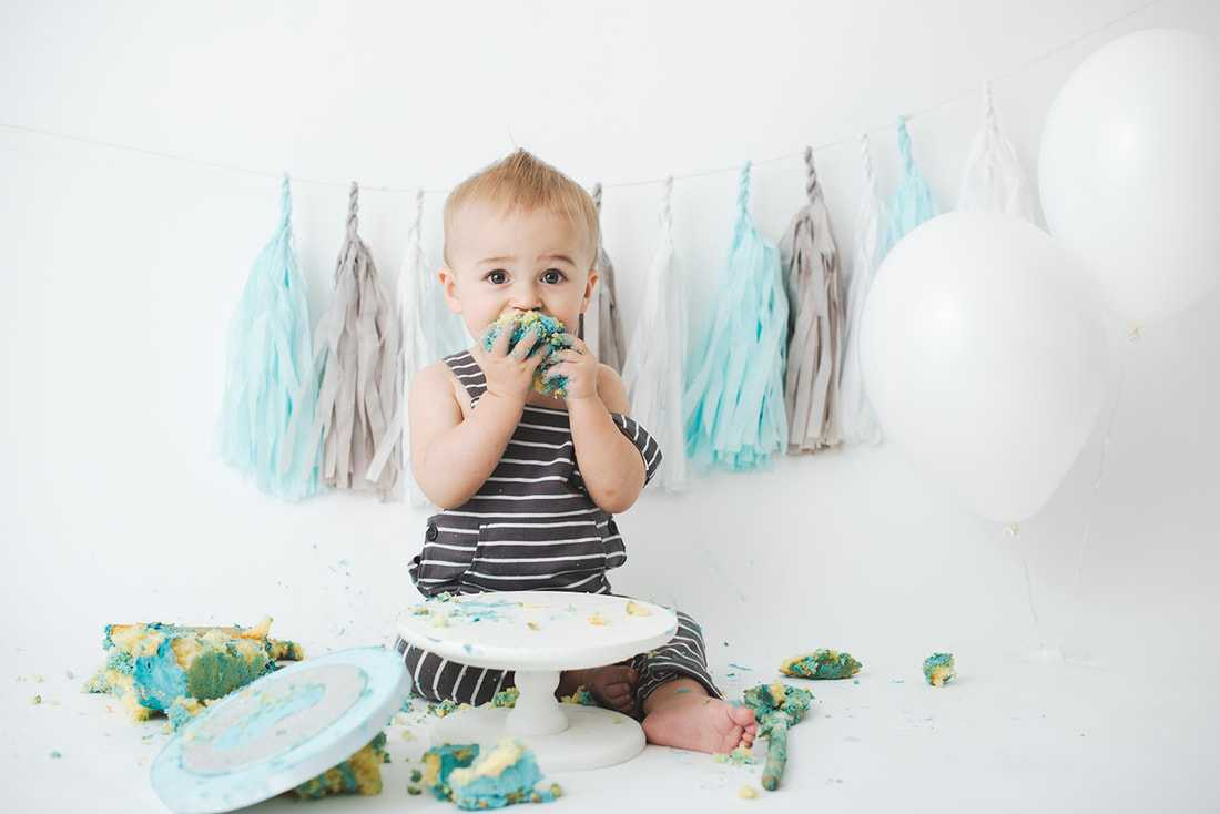 baby boy eating cake during a photoshoot